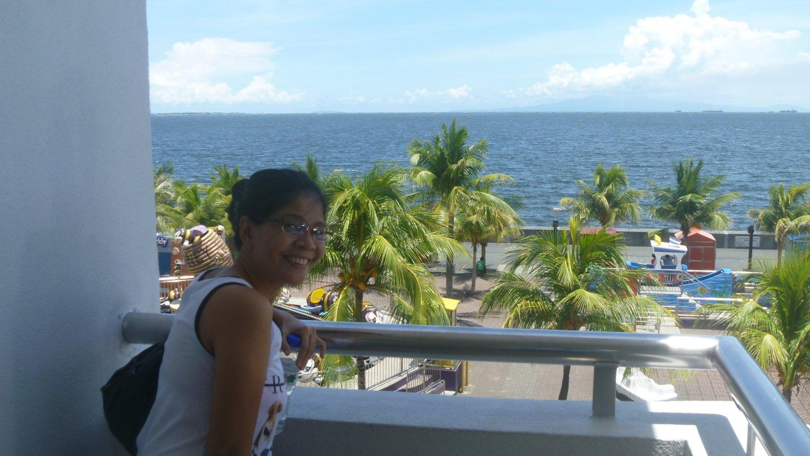 Roshell-at-the-overlook-at-Manila-Bay