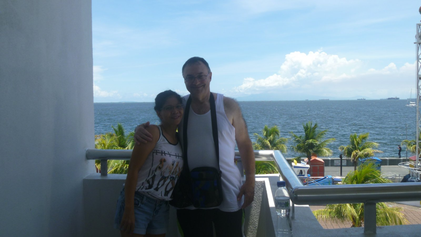Roshell-and-David-at-the-Manila-Bay-overlook-at-Mall-Of-Asia, Manila